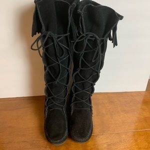 Minnetonka moccasins boots tall suede lace up sz 7